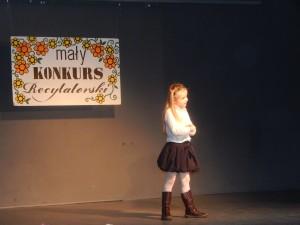 Wyróżnienia dla Kamili Stasiak z II a w Małym Konkursie Recytatorskim