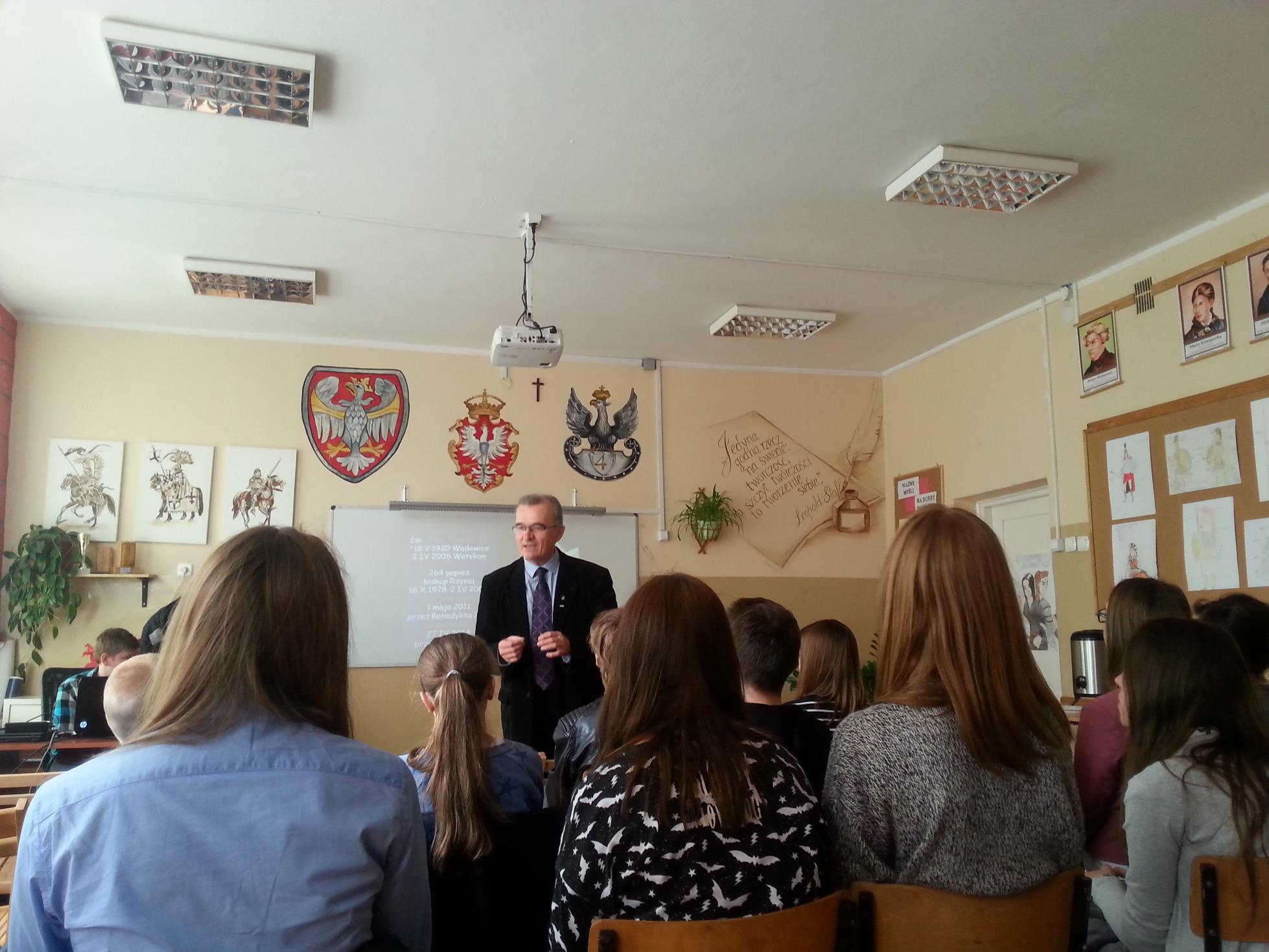P. Piotr Szubarczyk spotkał się z uczniami naszego gimnazjum
