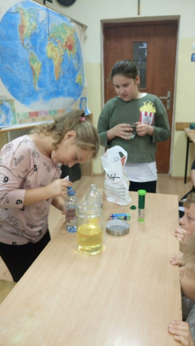 Festiwal eksperymentów w klasach czwartych.