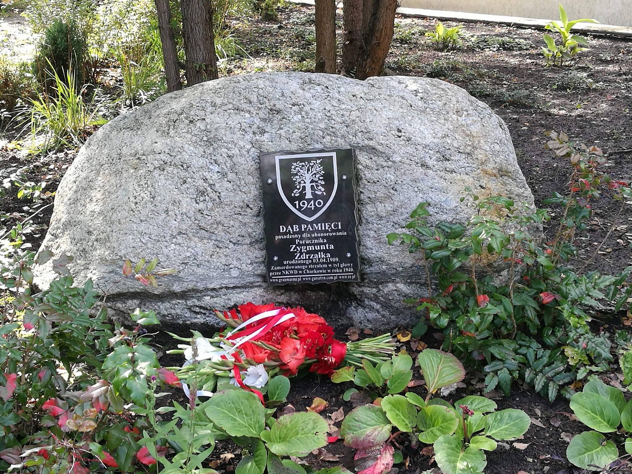 Upamiętnienie ofiar Zbrodni Katyńskiej w tym Osoby por. Zygmunta Zdrzałki poprzez uroczysty apel przy Dębie Pamięci – wrzesień 2017r.