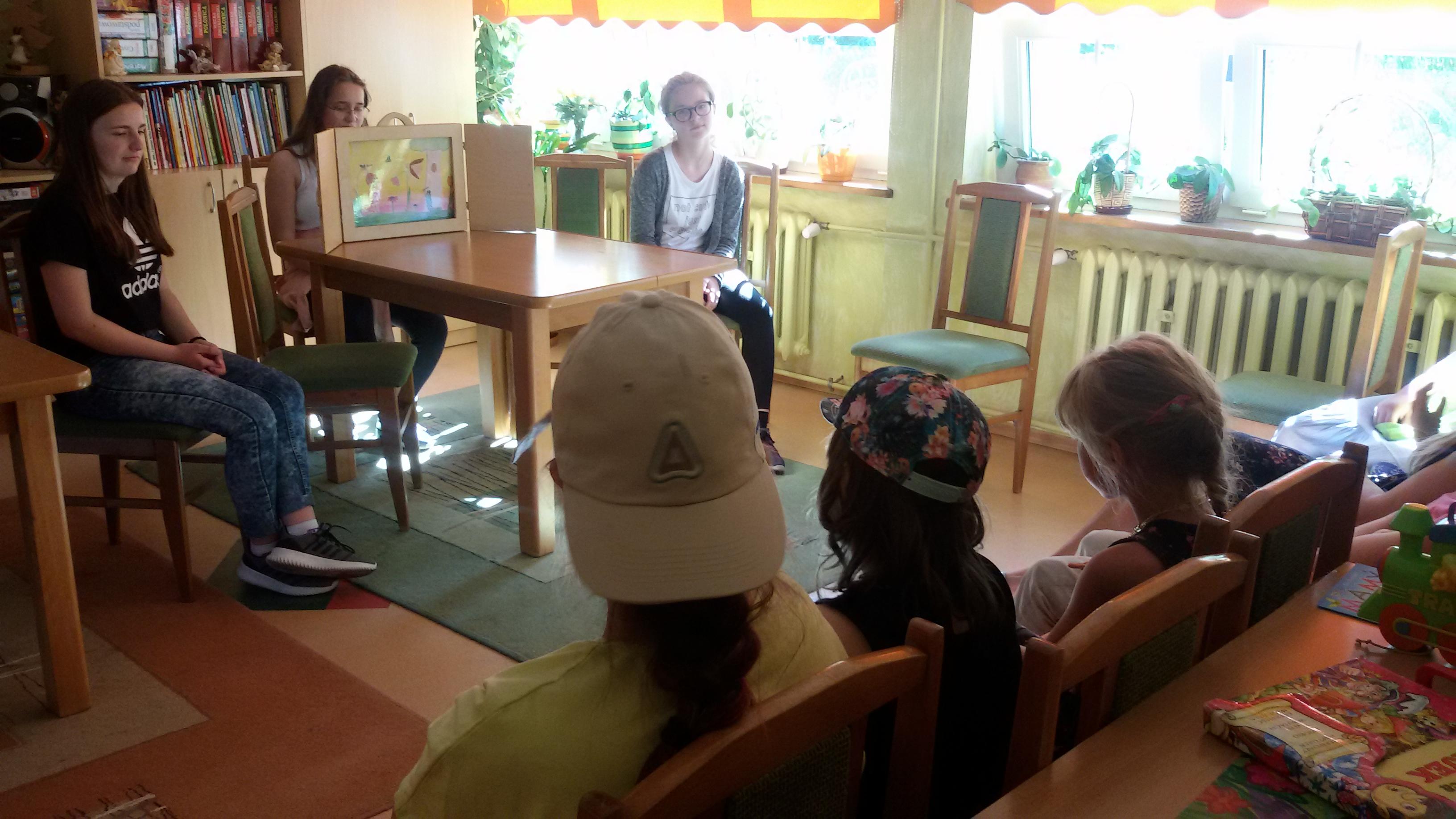 Czytanie baśni H. Ch. Andersena w Ośrodku Szkolno-Wychowawczym