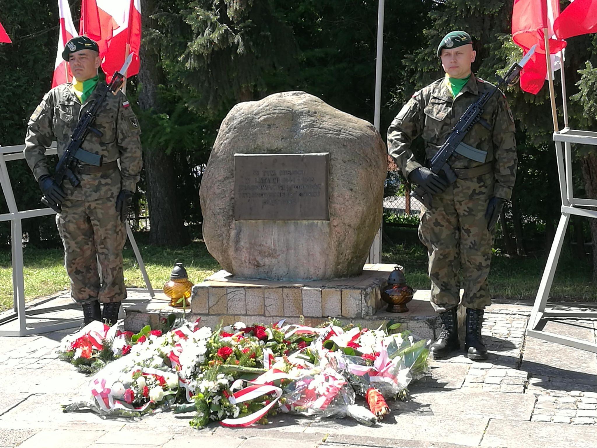 09.05.br. –  wyjście pocztu sztandarowego pod Pomnik Ofiar Obozu Stutthof