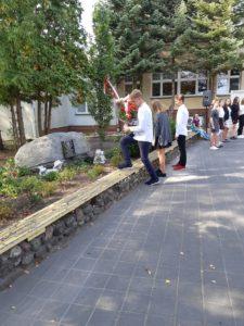 Uroczystość szkolna upamiętniająca Zbrodnię Katyńską